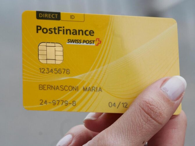 Debitkarte: PostFinance öffnet EFT-Markt | treibauf